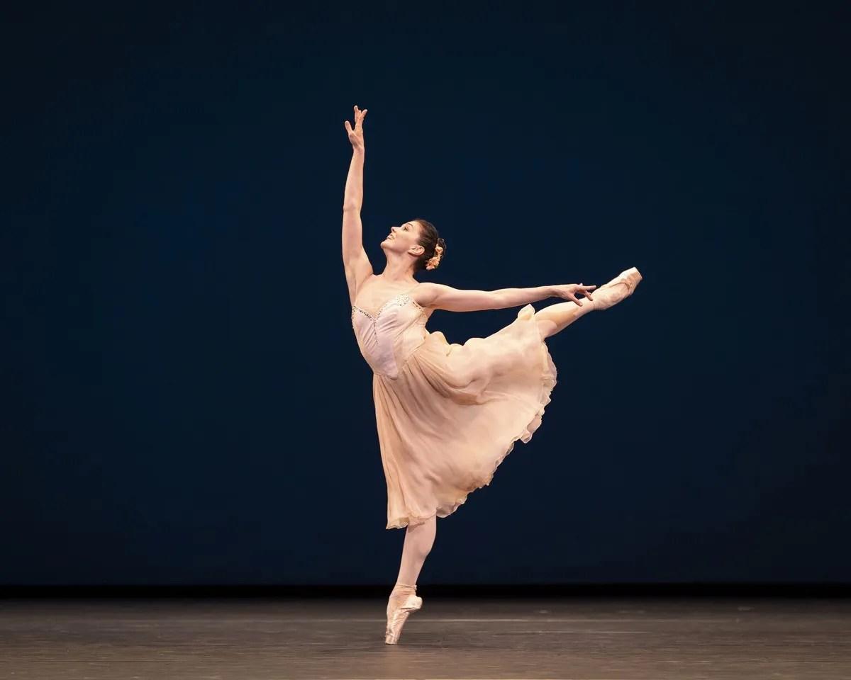 Natalia Ospipova in Tchaikovsky pad de deux photo by Helen Maybanks ROH