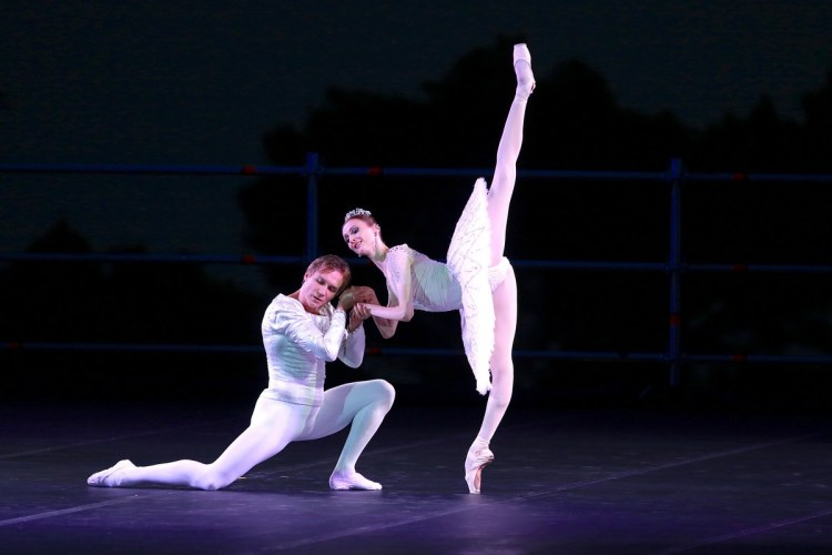 Raymonda from Pas de deux for Toes and Fingers, photo by Marcello Orselli, Teatro Carlo Felice - 345