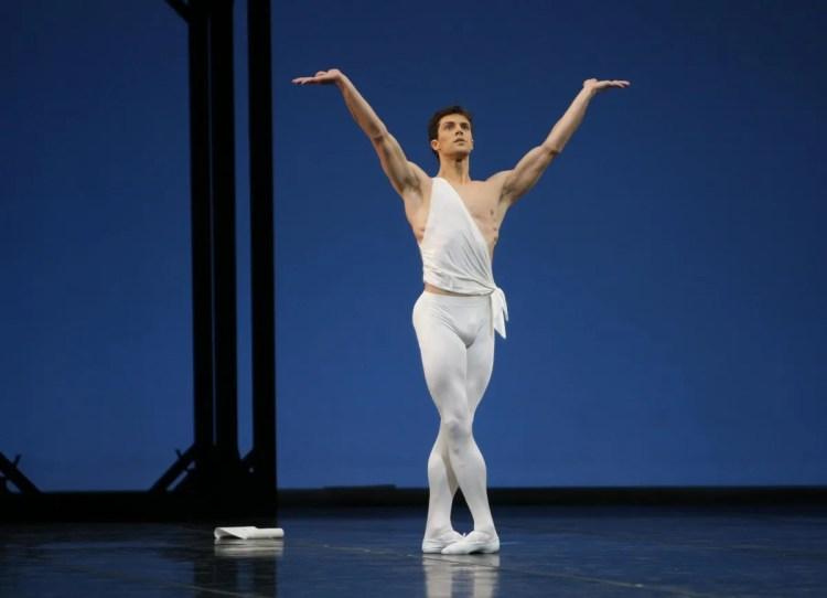 Roberto Bolle in Apollo by George Balanchine© The George Balanchine Trust- photo by Marco Brescia, Teatro alla Scala