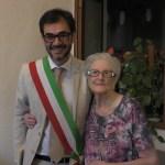 100 anni della maestra Maria – consegna attestato dal sindaco di Grammichele