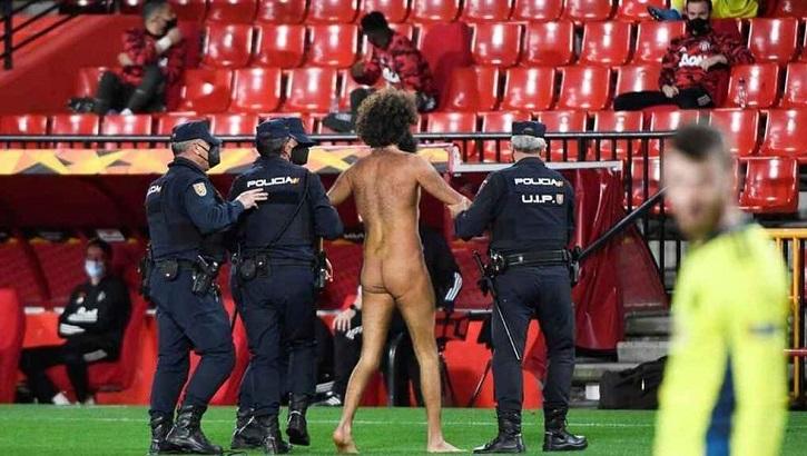 LA UEFA SANCIONA CON 5000€ AL GRANADA POR EL 'STREAKING' ANTE EL MANCHESTER.
