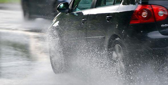 lluvias coche _main_image_128209_515d42c3861de