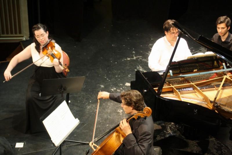 El Trío Arbós en plena actuación en Teatro Calderón
