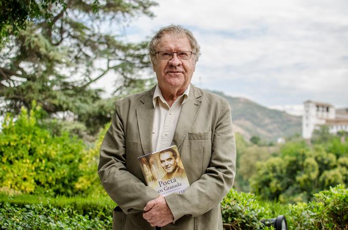 Ian-Gibson-Poeta-en-Granada-(13-de-29)