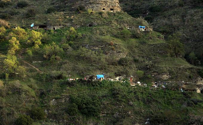 Viviendas Cuevas okupas colina de la alhambra