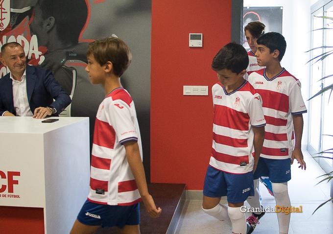 Presentación Primera equipación camiseta Granada CF rojiblanco-11