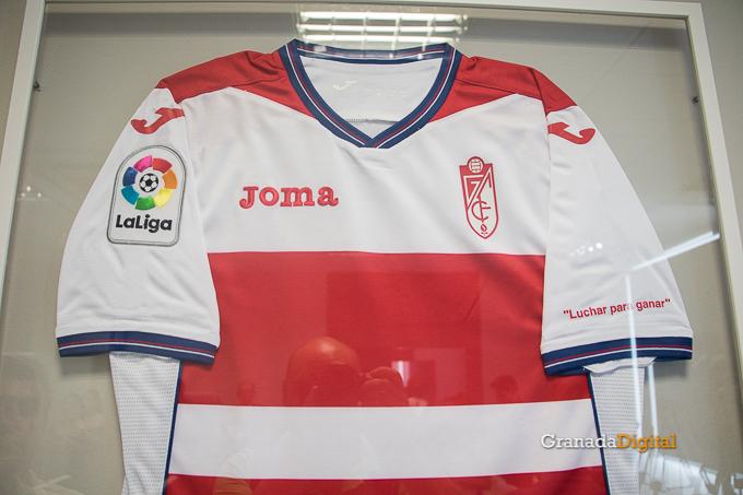 Presentación Primera equipación camiseta Granada CF rojiblanco-4
