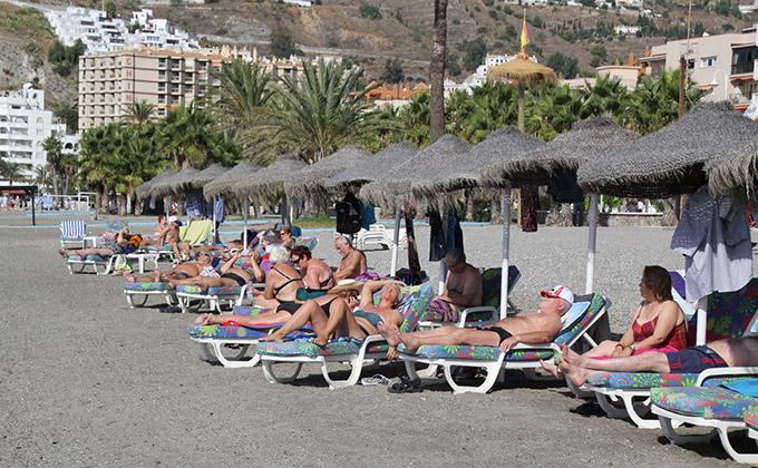 turistas-toman-sol-playa-san-cristobal-13-1