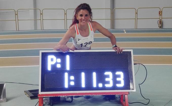 Laura Bueno mejor marca española 500 m pista cubierta 291218