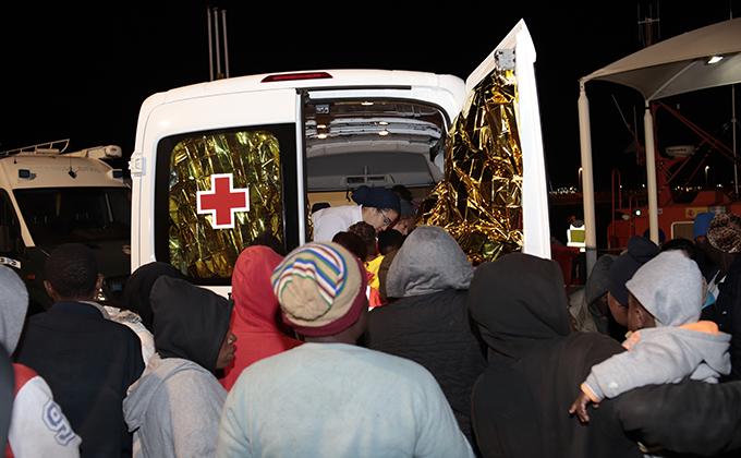 Llega a Melilla una patera con 39 personas nueve de ellas menores de edad.