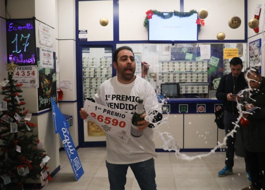 """Sevilla.-Lotería.-Dueño de la Administración que reparte el 'Gordo': """"Es el mayor premio para un lotero: dar el Gordo"""""""