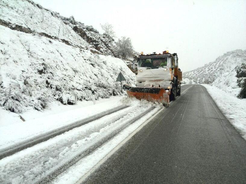 Jaén.- La Junta moviliza en la provincia a más de 100 profesionales y 16 equipos quitanieves por la previsión de nevadas