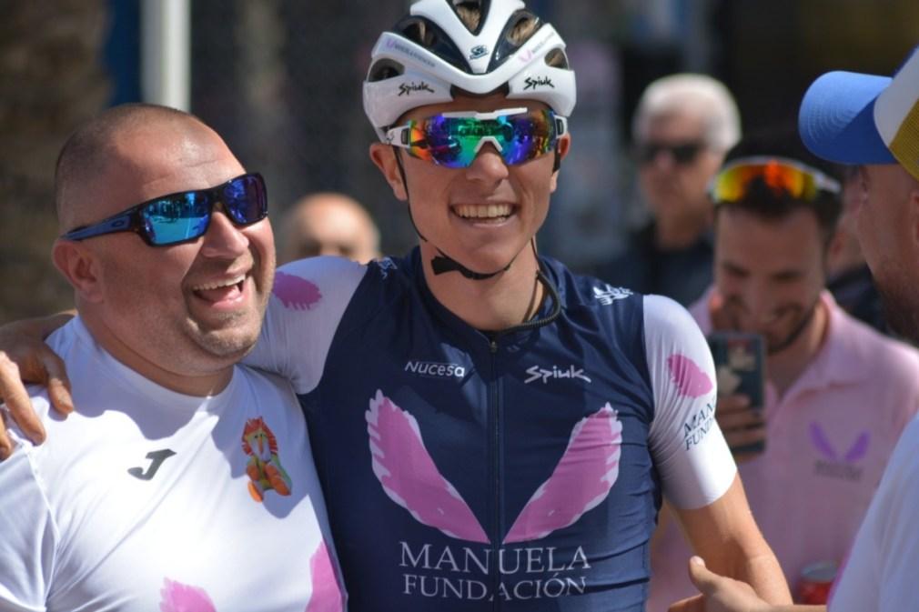 Francis Huertas con Antonio Gómez a la conclusión de la etapa