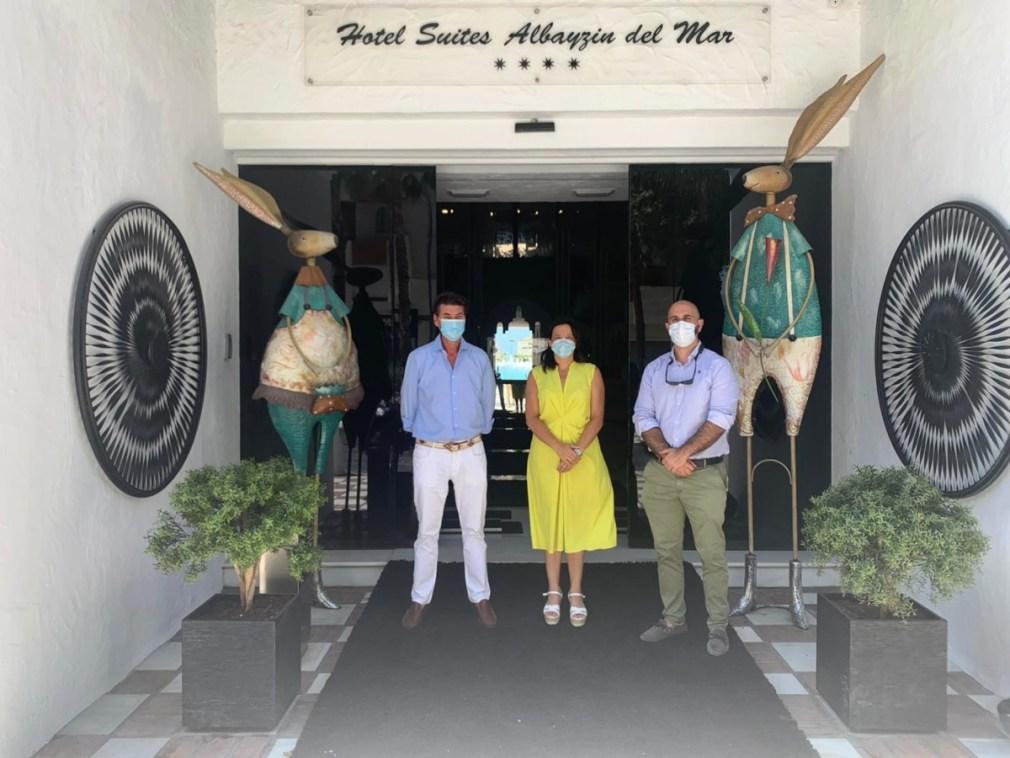 TENIENTE DE ALCALDE Y CONCEJAL DE TURISMO VISITARON REAPERTURA HOTELES ALBAYZIN DEL MAR ALMUÑECAR