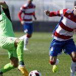 El CD Badajoz muestra eficacia en el inicio para superar al Recreativo Granada (0-2)