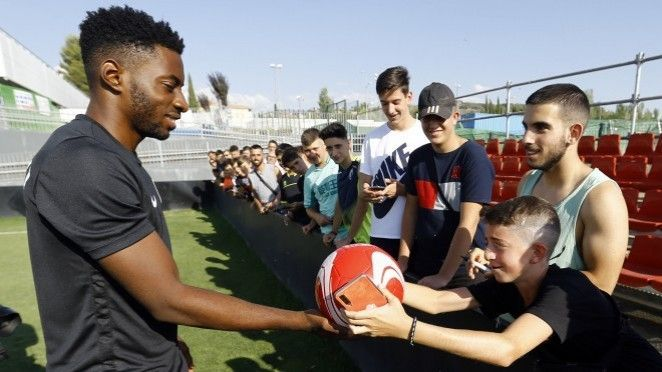 Eteki firma por el Granada CF para las próximas tres temporadas