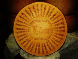 Forma Parmigiano Reggiano vacche rosse