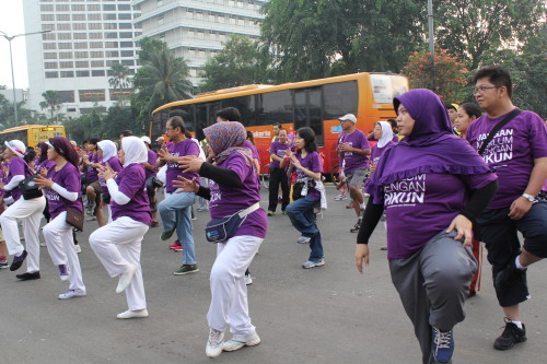 World Alzheimer's Month 2014 participants in Jakarta exercised together to reduce the risk of developing Alzheimer's Disease.
