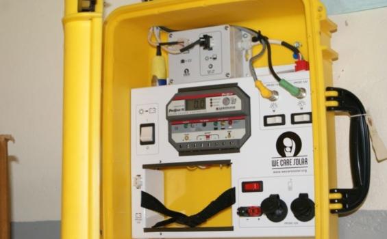 Une mallette We Care Solar® à l'un des établissements de santé. Photo gracieuseté de Amref Health Africa en Ouganda