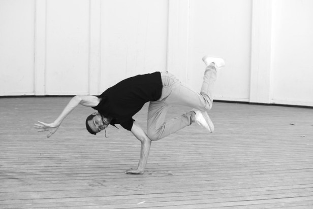 Dani es bailarín de break dance