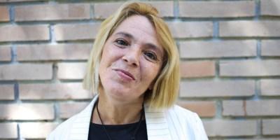 Ana Martínez tiene una enfermedad rara llamada distonía