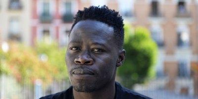Thimbo Samb ahora es actor y antes trabajó en el campo, vivió en la calle y fue mantero