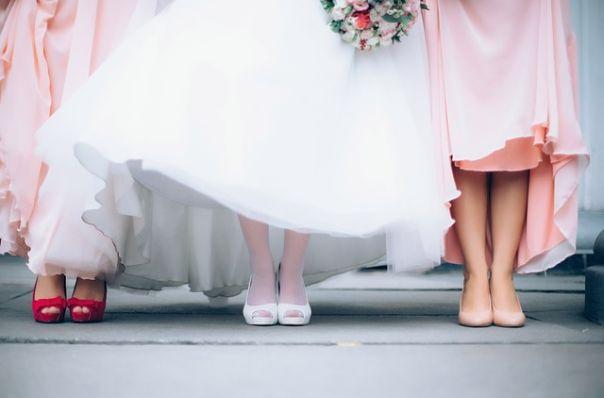 el mundo de los vestidos de novia: compraventa como negocio rentables