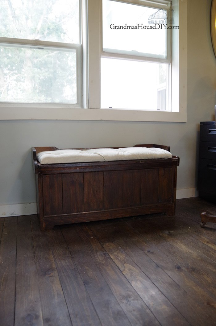 Refinishing An Old Storage Bench How To Make A No Sew Tufted Cushion