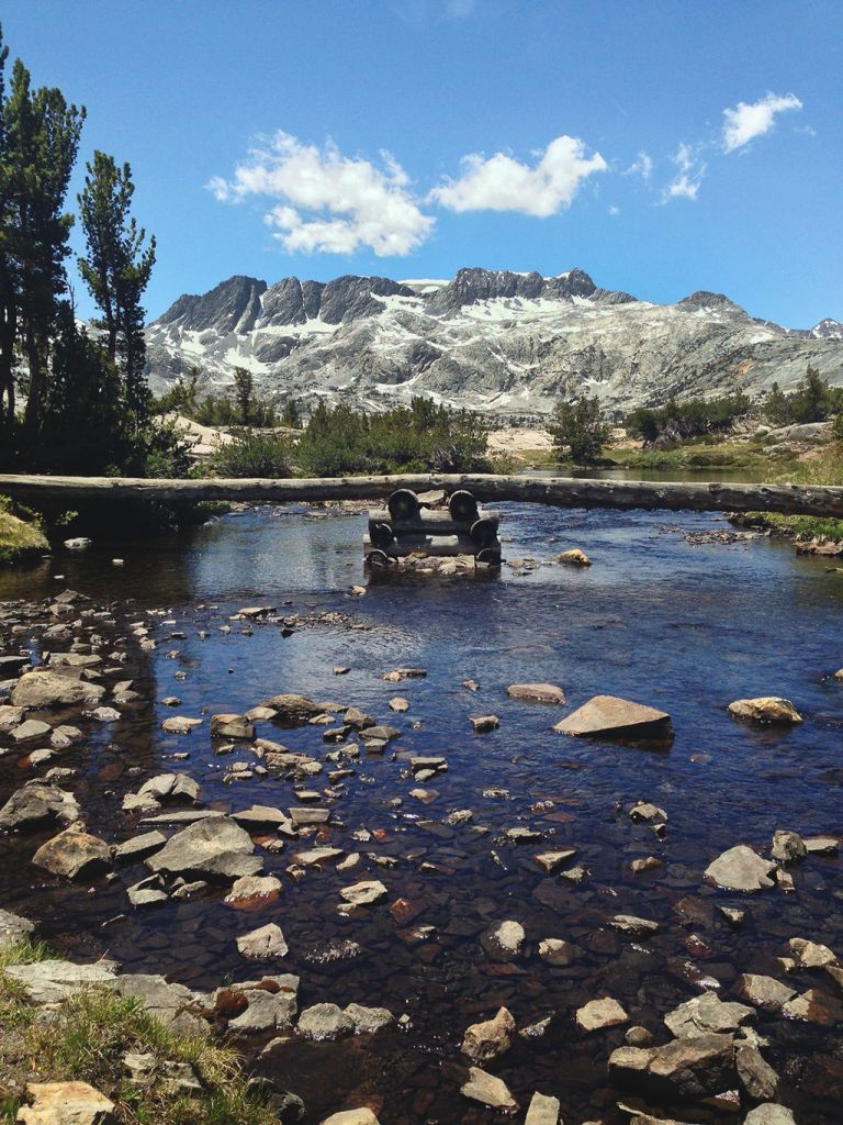 John Muir Trail, Sierra Nevada mountain range By Kaitymh - Own work, CC BY-SA 4.0, https://commons.wikimedia.org/w/index.php?curid=34011496