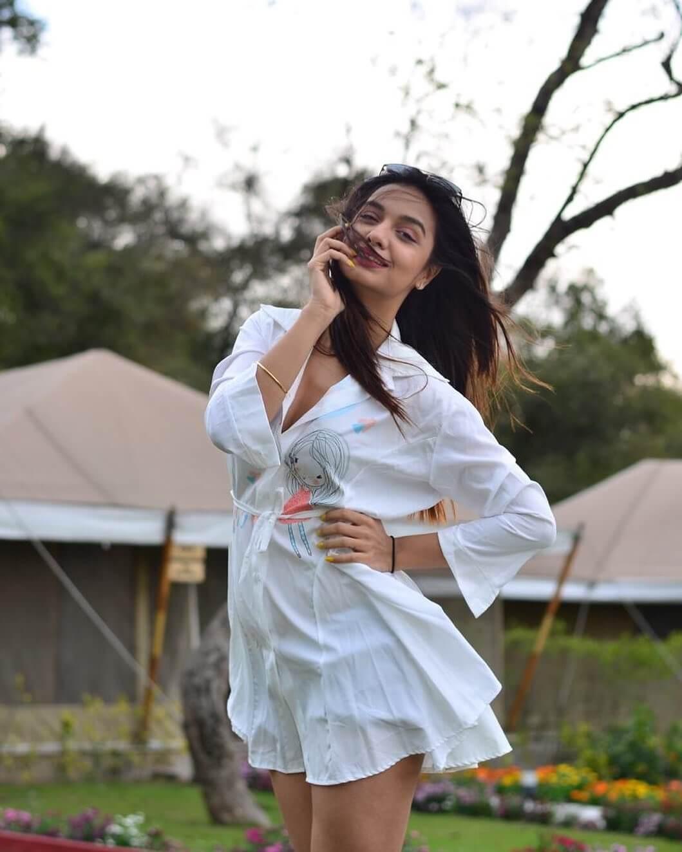 Divya Agarwal photos