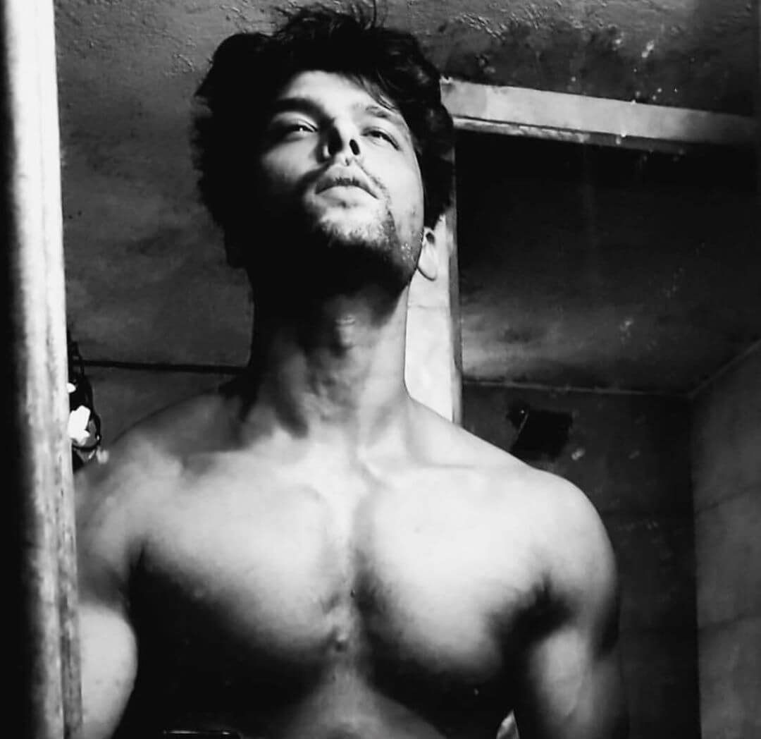 Kushal Tandon height and body stats