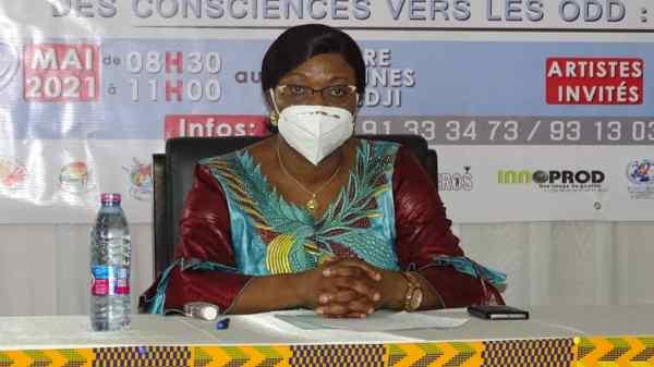 Madame la Ministre en charge de la promotion de la femme au cours de la céromonie de lancement de la table ronde
