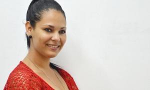 La periodista del Periódico Granma, Amaya Saborit, posó para una fotografía en la Redacción Nacional.