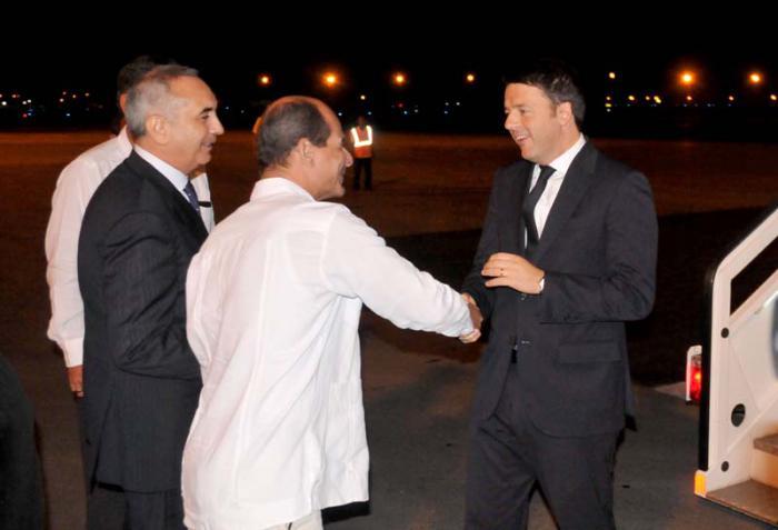 Rogelio Sierra Díaz viceministro de relaciones exteriores recibe Sr Matteo Renzi presidente del consejo de ministro de la República Italiana.