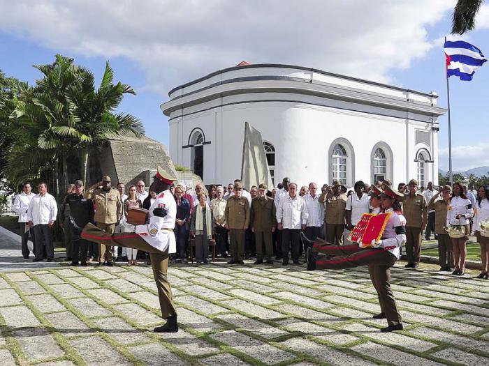 Las cenizas de Pedro Miret Prieto fueron depositadas en el panteón erigido a la memoria de los participantes en las acciones del 26 de Julio de 1953.