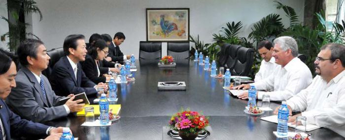 Miguel Díaz-Canel Bermudez, Primer Vicepresidente de los Consejos de Estado y de Ministros, recibió Natsuo Yamaguchi, Presidente del Partido Komeito de Japón.