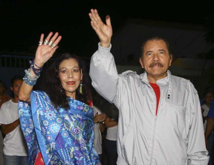 Rosario Murillo y Daniel Ortega tras el triunfo de las elecciones foto tomada de la voz del sandinismo
