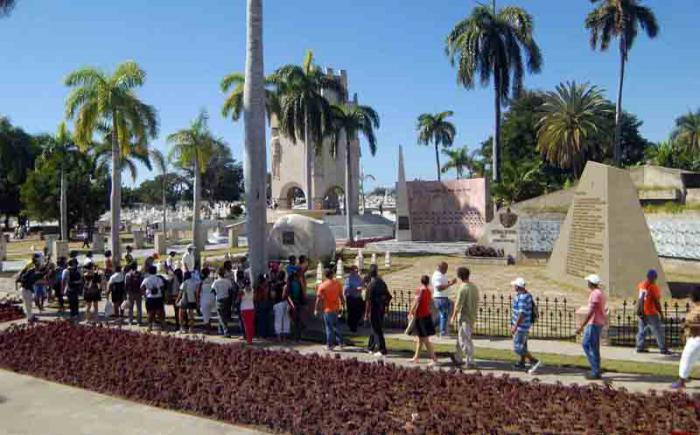 SANTIAGO DE CUBA-RINDEN TRIBUTO SANTIAGUEROS AL COMANDANTE EN JEFE