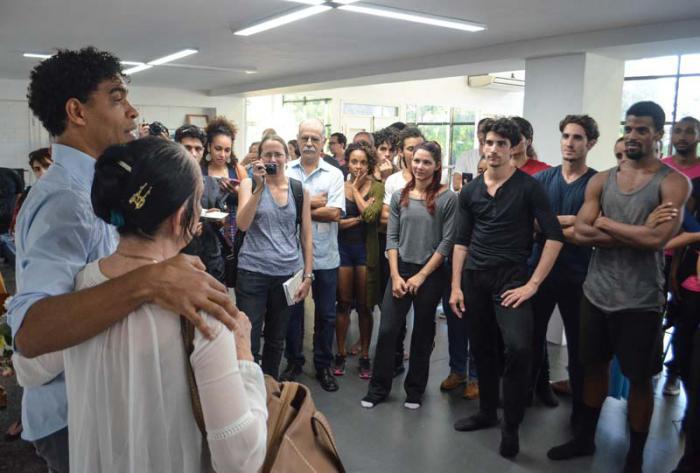 Compañía Acosta Danza rinde homenaje a Ramona De Saá y devela una placa con su nombre, en la sede de la compañía de Carlos Acosta.