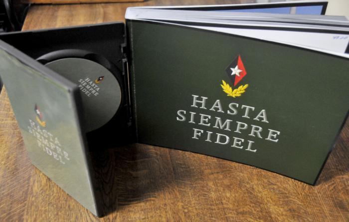 Libro Hasta siempre Fidel y Disco, en el archivo del Periódico Granma