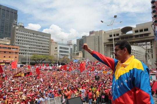 Nicolás Maduro junto a su pueblo.