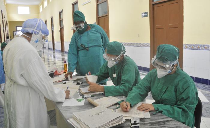 Proteccion contra el coronavirus, Hospital Docente Clinico Quirurgico Dr.Salvador Allende,zona roja.
