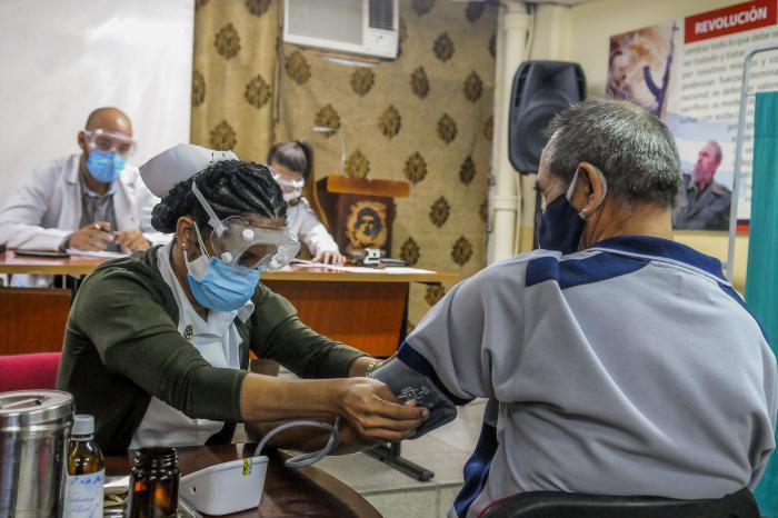 Segunda prueba de la segunda fase del ensayo clínico de la Vacuna Soberana 2, en el policlínico 19 de Abril