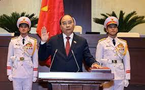 Juramenta Presidente de Vietnam Nguyen Xuan Phucpara