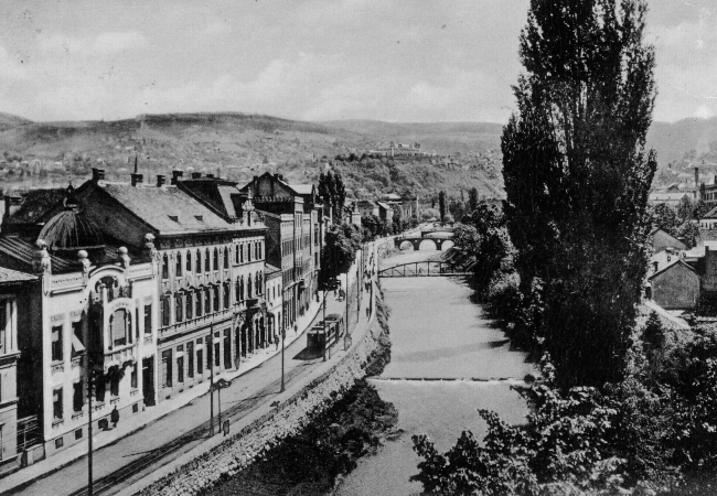 Photo of Miljacka river in Sarajevo, 1914. Latin Bridge can be seen in the distance.