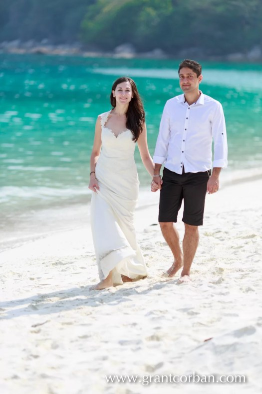 beach wedding portraits in perhentian island resort malaysia
