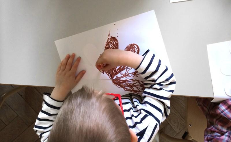 enfants-dessinent-fraises-2