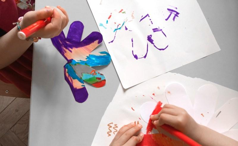 enfants-dessinent-fraises