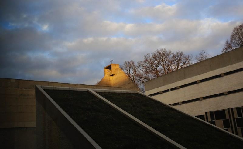 clocher-couvent-tourette-soleil-le-corbusier