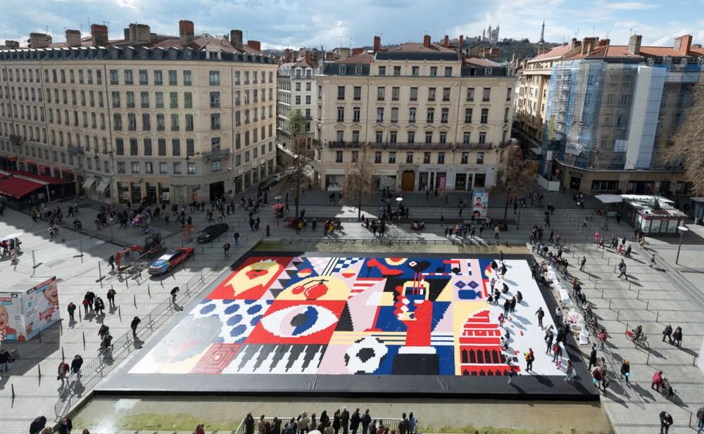 fresque pixel-art géante